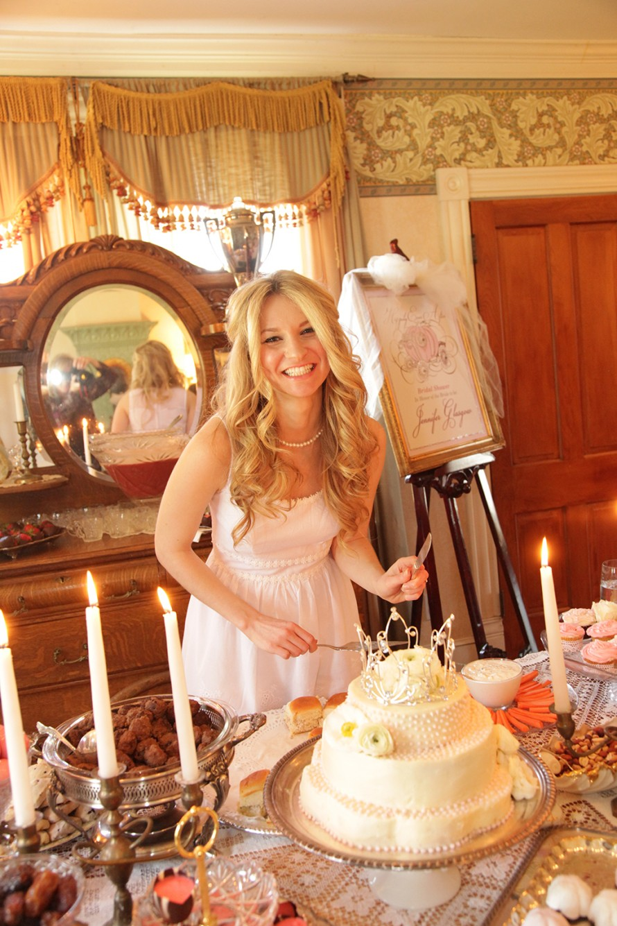 Jennifer cutting her cake